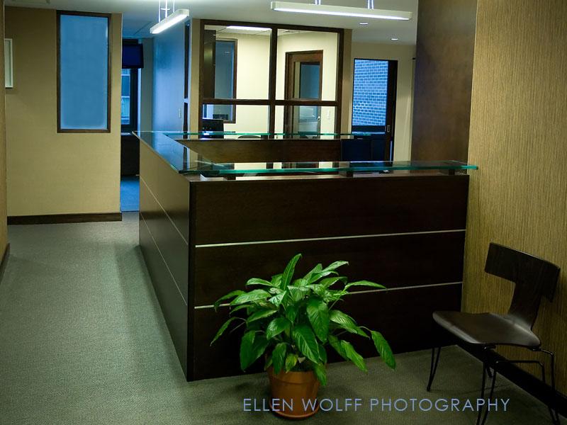 blog-0771-gelb-cntr-front-desk-8x10at300